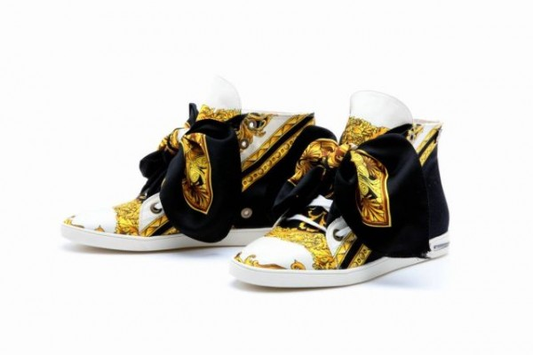 Foulard Sneakers by Russy Valenki