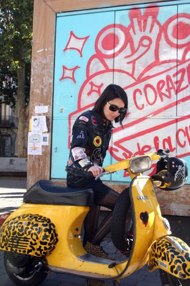 Verónica is an hardcore lover of scooters, clothes, and especially music