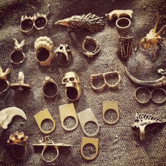 Superlative Adler Ringe, Schlagringe und Totenkopfringe