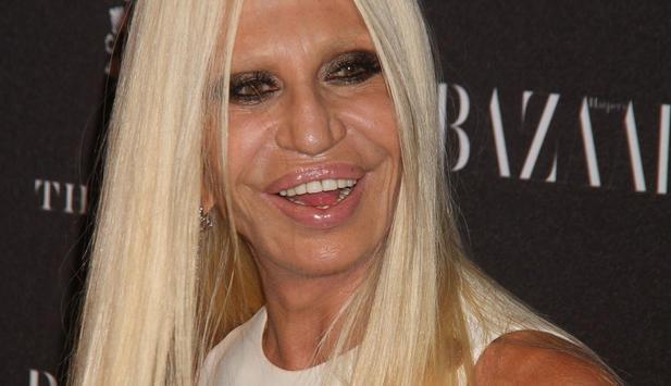 Donatella Versace scheint der ganze Modezirkus auch nicht so richtig gut zu tun.